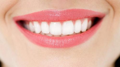 Mẹo loại bỏ lớp ố vàng trên hàm răng ngay tích tắc