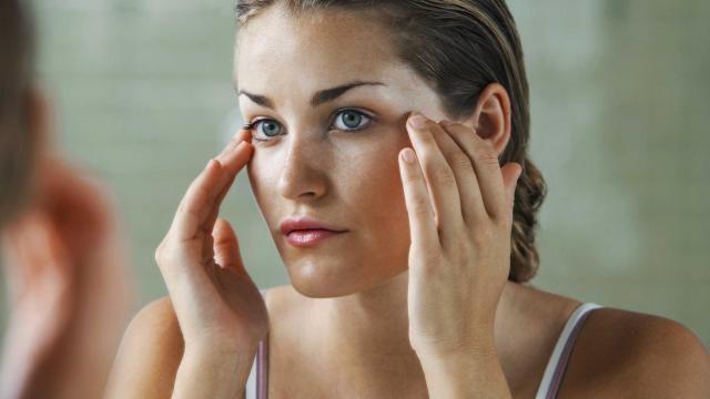 Hàng triệu phụ nữ trên thế giới già đi cả mấy chục tuổi vì những thói quen này khi đi ngủ