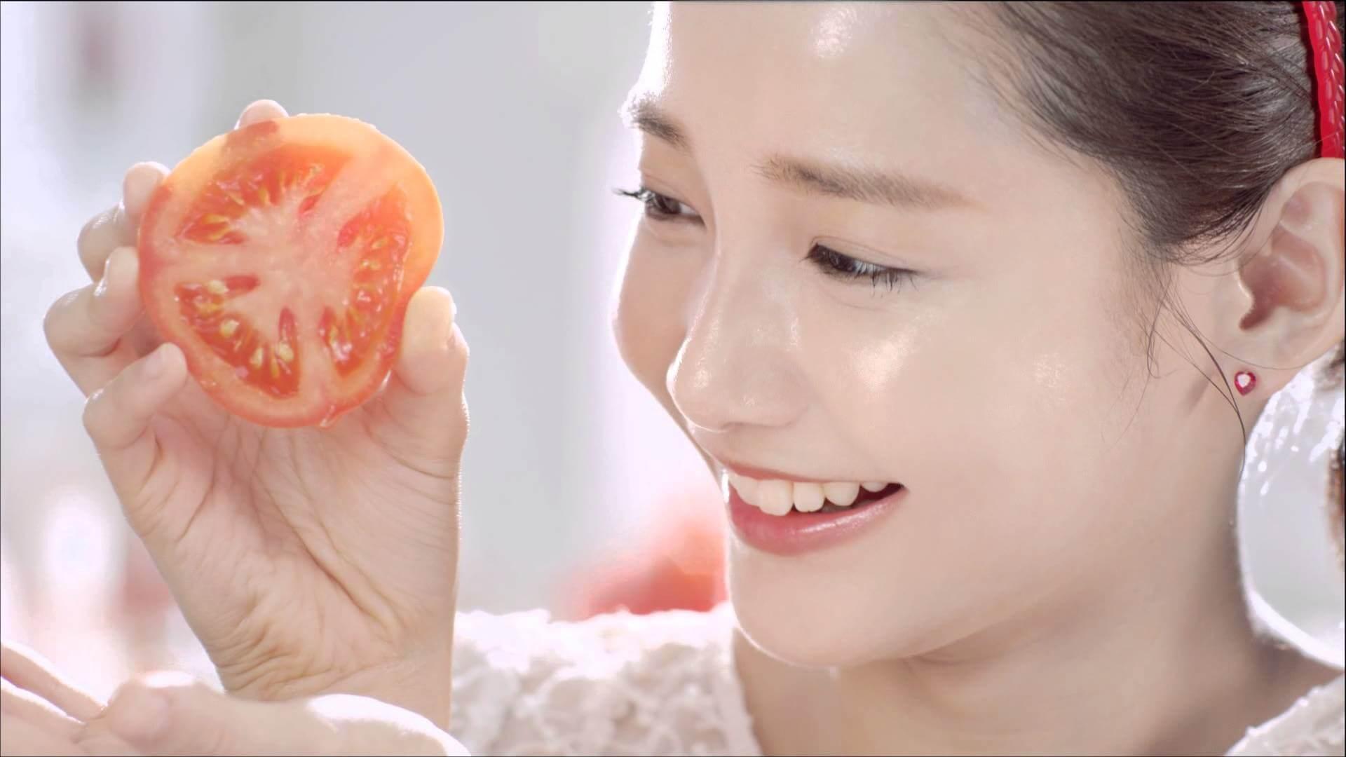 Trắng hồng làn da cùng cà chua