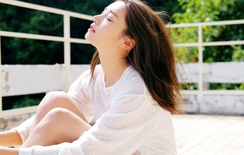 Những nguyên nhân khiến làn da bạn già hơn trước tuổi