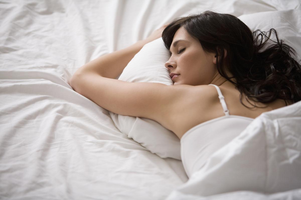 Hàng triệu phụ nữ trên thế giới già đi cả mấy chục tuổi vì những thói quen này khi đi ngủ Nam-sap