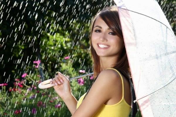 Thích thì trang điểm bất chấp mưa cả ngày cũng không lo bị trôi, bị lem